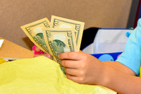 Small_Hands_US_Currency_D72_5157